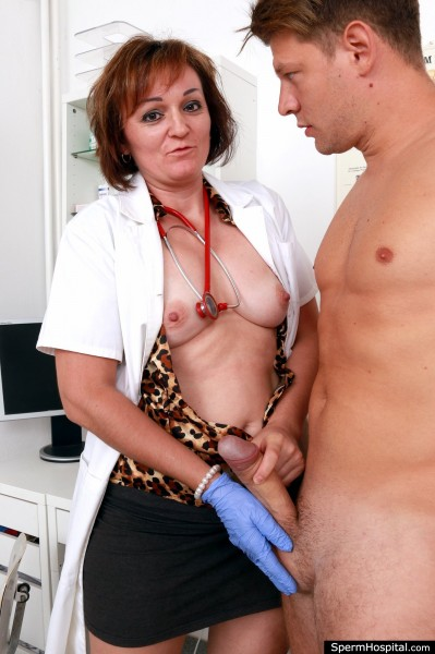 SpermHospital.com: Rosa T - Czech doctor cougar Rosa big cock hj at sperm clinic [SD 360p] (Mature)