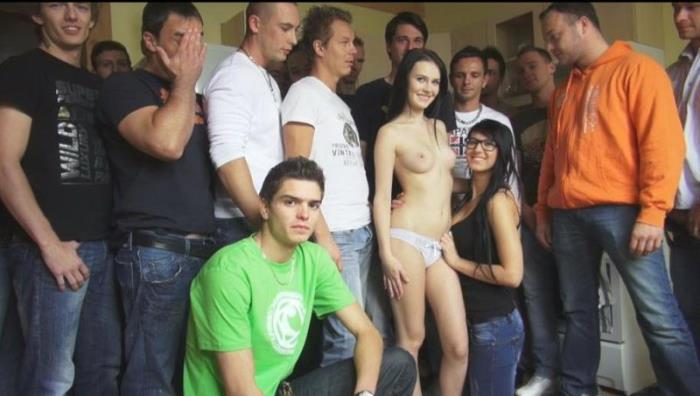 Amateurs - CZECH GANGBANG 13 [HD/720p/600.37 Mb] CzechAv