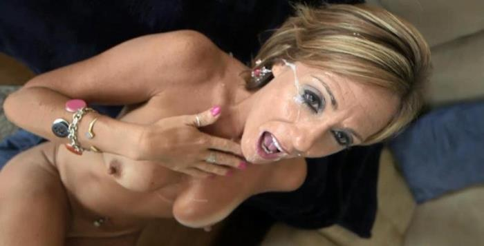 Felicity - Felicity - 44 year old cougar in her sexual prime (Milf) - MomPov [HD 720p]
