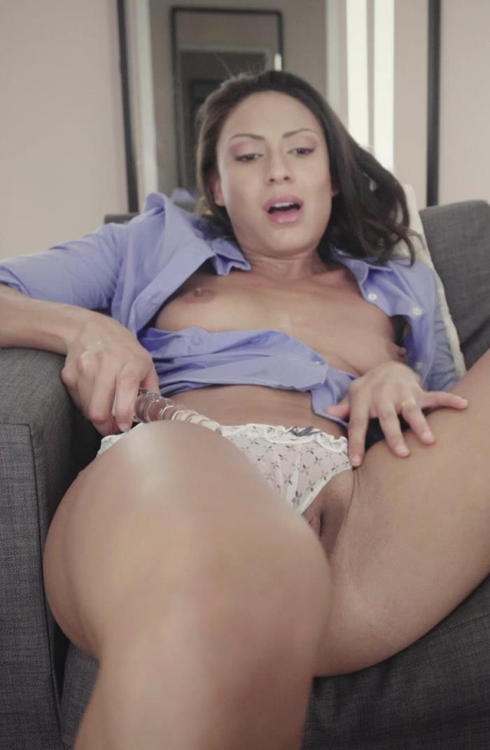 FITTING-ROOM: Cassie Del Isla - Working Girl Loves Anal [2K UHD 2160p] (2.3 Gb)