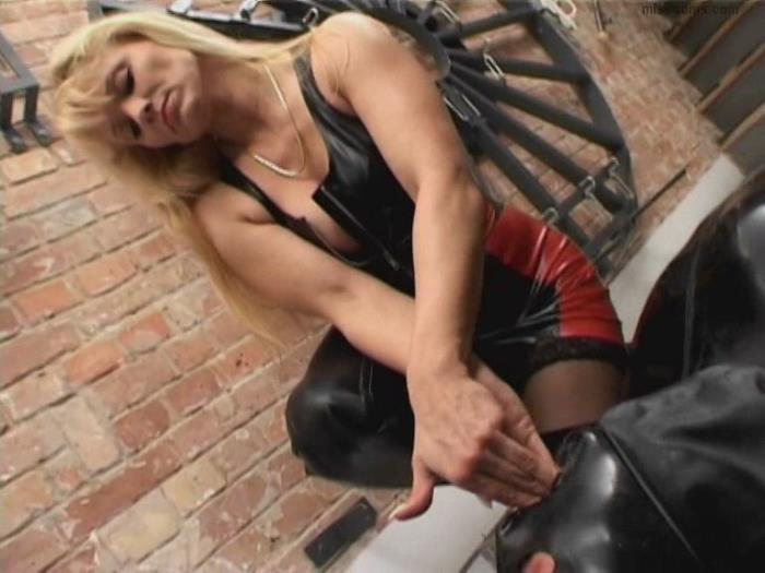 Mistress Cynthia - Mistress Cynthia has her own will very forcefully... [SD/576p/803.61 Mb] MissDoms