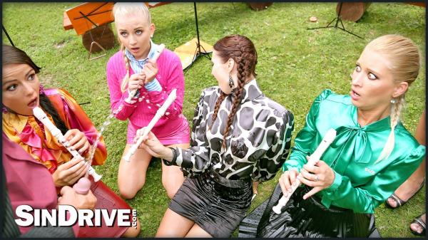 Uma, Chelsy Sun, Kitty Jane, Cayla Lyons, Samantha Johnson - BAND CAMP CUTIES PLAY THE SKIN FLUTE UNDER GOLDEN SHOWERS GALORE (2019/SD)