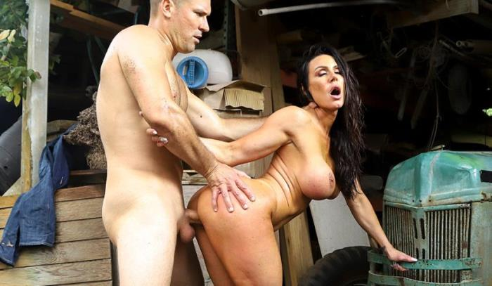 AssParade/BangBros - Kendra Lust [Gets Fucked At the Farm] (2K UHD 2160p)