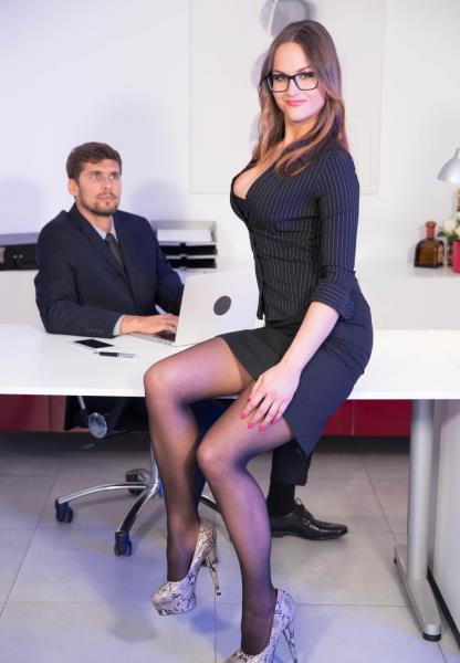 Barbara Bieber - Secretary Barbara Bieber Puts the Squeeze on Her Boss (2019/FullHD)
