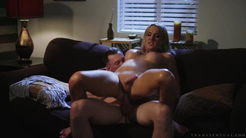 Pierce Paris, Kayleigh Coxx - Sweet Talking (13.08.2019/Transsensual.com/Transsexual/HD/720p)