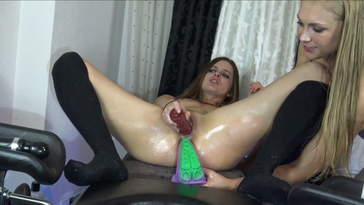 Try_Monster_Dildos___Siswet19_and_Cherryflowerxxx.mp4.00003.jpg