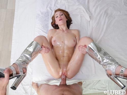 Wet & Shiny Pussy – Raylin Ann