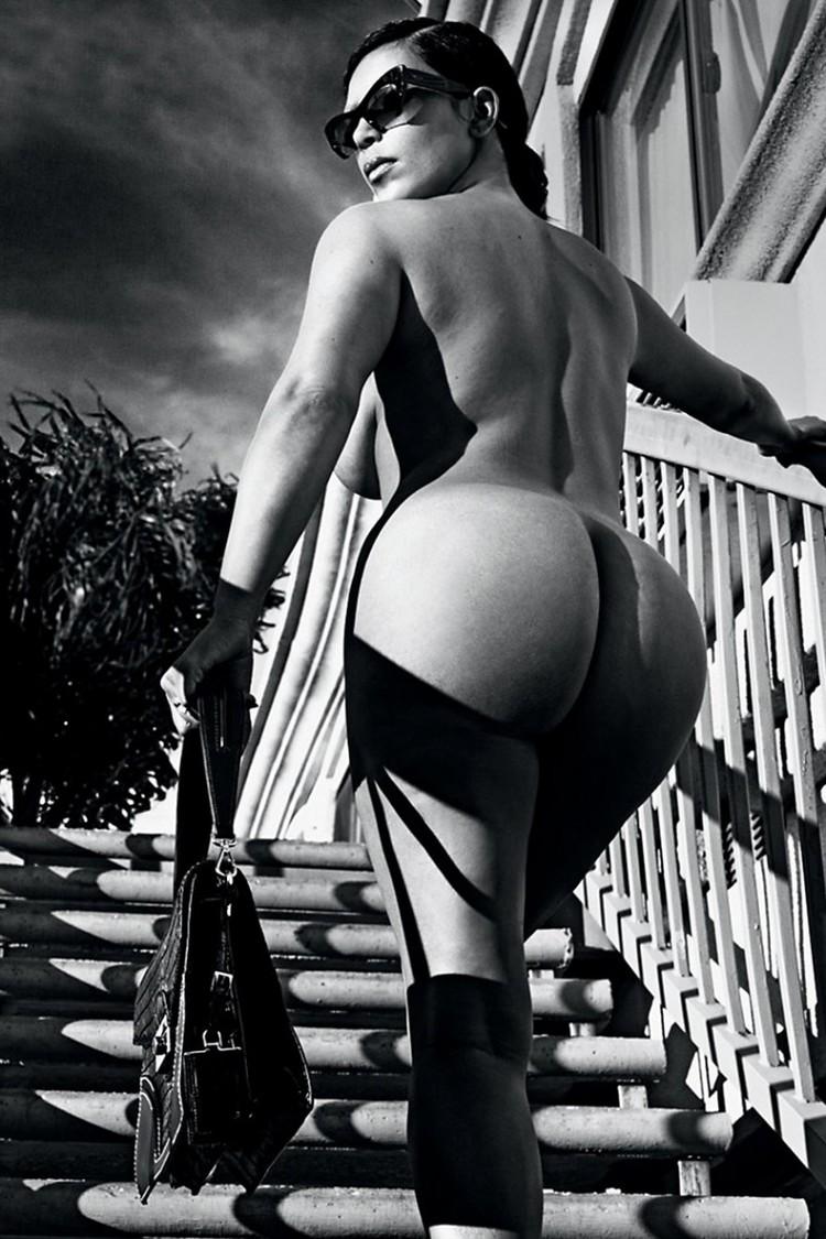 Kim kardashians bare ass