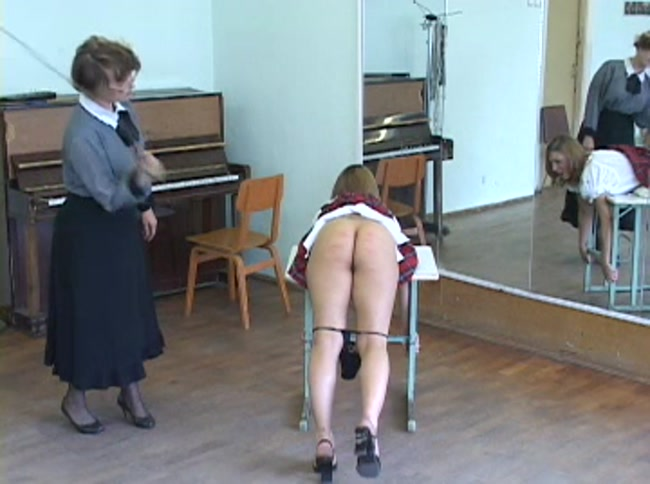 Смотреть наказание взрослых женщин видео