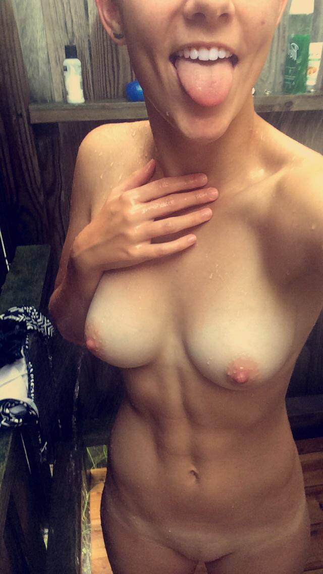 Fit Girl Nude Selfie
