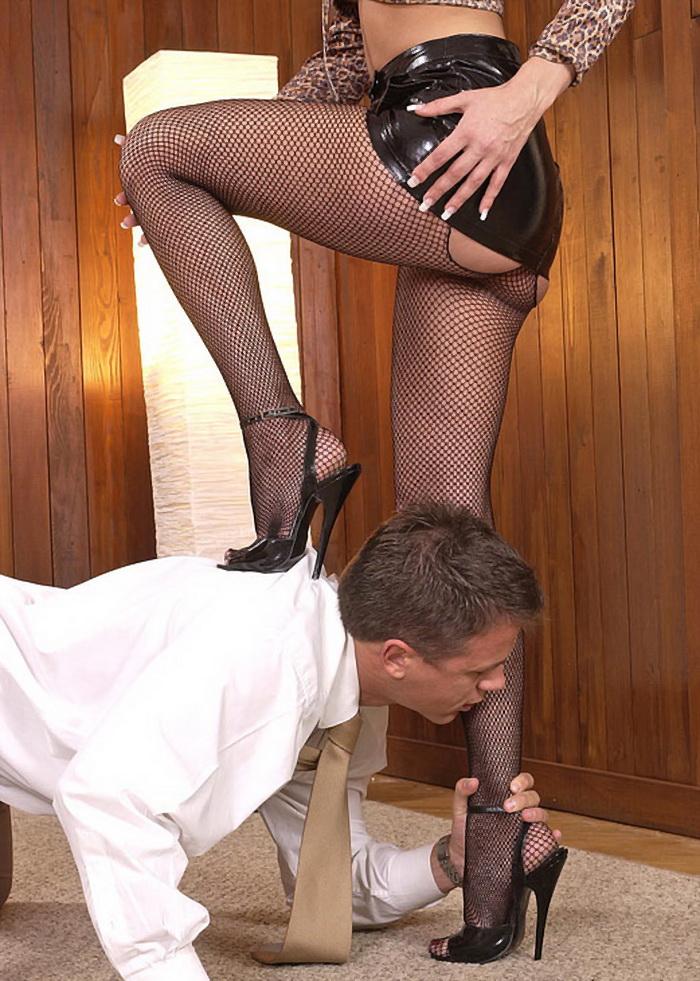 порно женские ножки в чулках туфлях лизать фото - 9