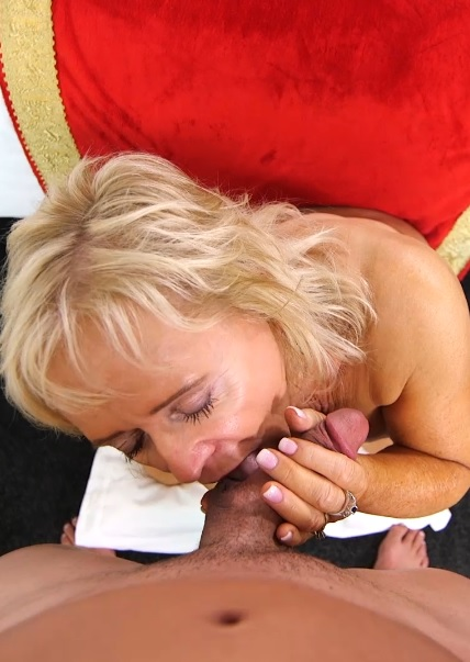 Joy in Naughty GILF wet and wild squirter