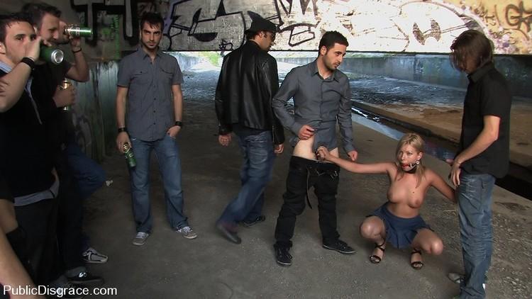 большие члены в общественных местах видео фото голых