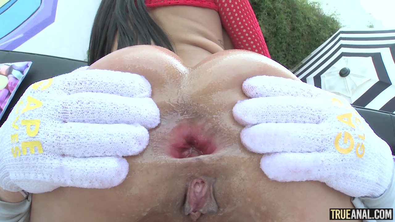 TrueAnal.com - Gapes Galore with Gia - True Anal