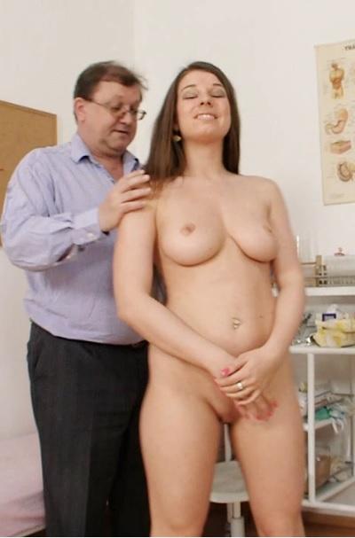 Mona Lee (22 years girls gyno exam)