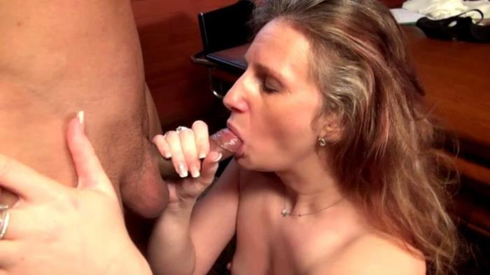 JacquieEtMichelTV Public Sex with Christina - Une maman timide mais anale  [FullHD 1080p]