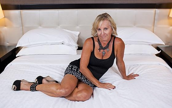 Hot Milf Paulina - 50 year old naturally busty Czech woman [mp4 | HD | 720p | 1.72 Gb | MomPov]