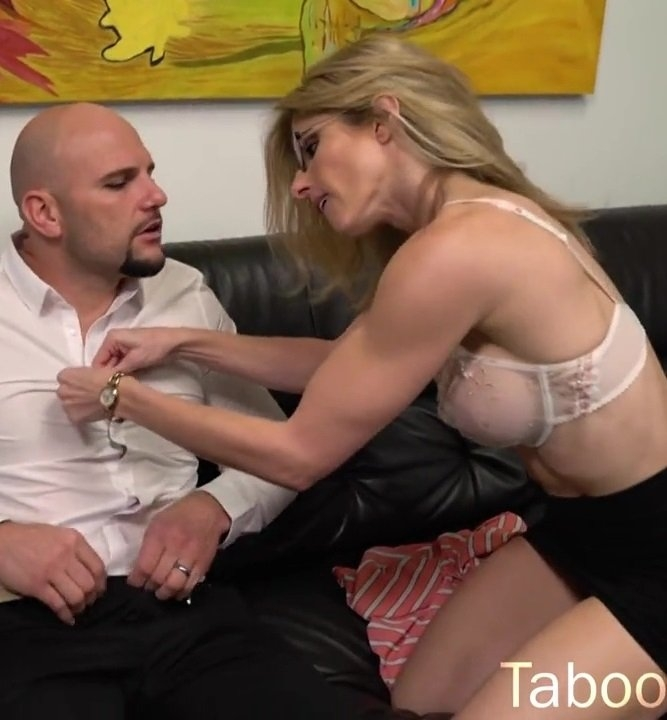Clips4sale: Cory Chase - Family Bonds Forever [HD 720p] (947.38 Mb)