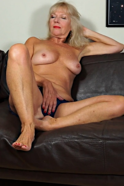 Sapphire Louise 62 years old Ladies With Toys