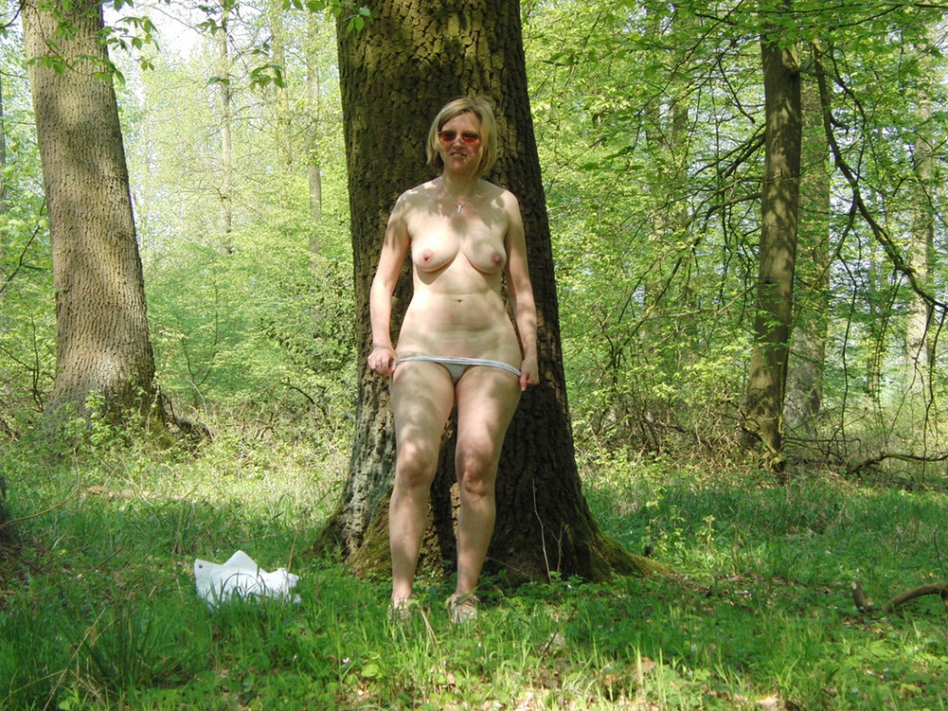 Indian Mom Outdoor Forest Pissing Xxx Desi Photo Compilation