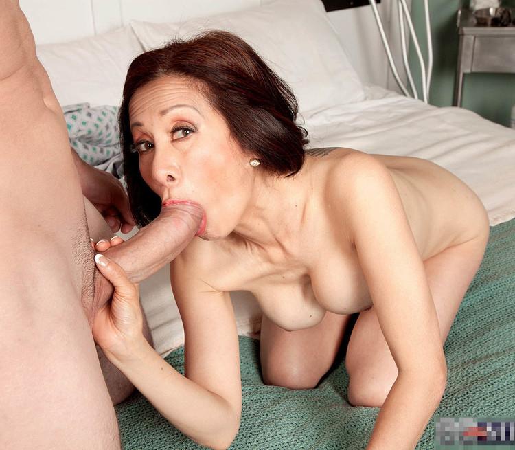 Moms oral sex clips