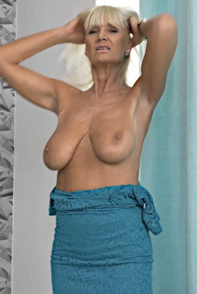 Roxana 59 years old Mature Pleasure