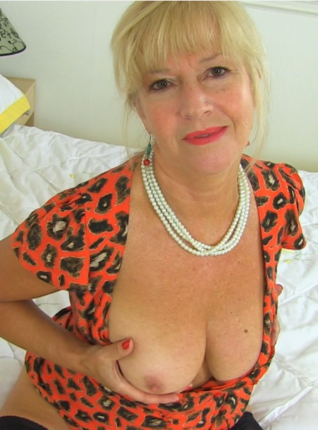 British mature temptress playing with herself