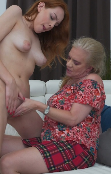 2 old and young lesbians playing with eachother