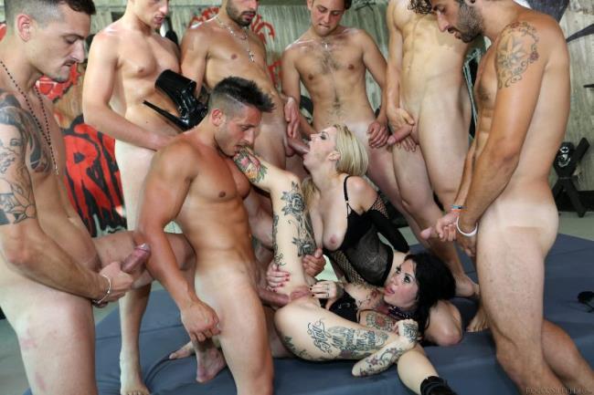 kelly-stafford-gangbang-men-naked-masturbating