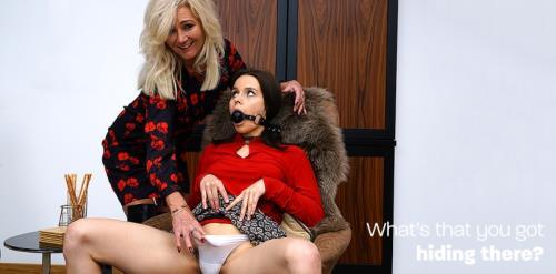 Ellen B., Ole Nina - British hairy cougar seducing a submissive hairy babe (2019/FullHD)