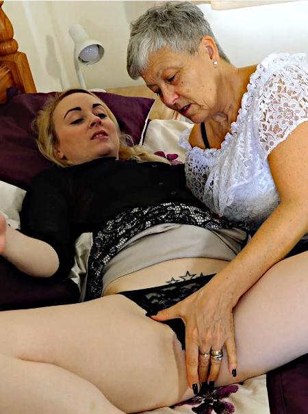 Kiana Kraze, Savana 30,59 years old Ladies On Ladies