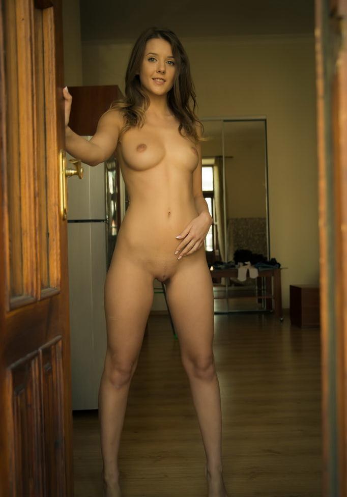 всякие приключения голые красивые девчонки дома очень
