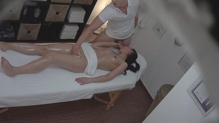 Скрытая камера на массажном салоне этой