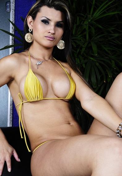 Aline Garcia Loves Her Dildo!