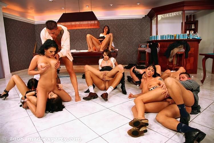 Порно смотреть онлайн оргия в бильярдном зале матлюбой