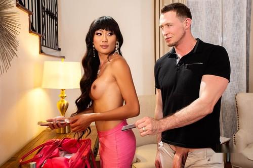 Pierce Paris, Venus Lux - Door to Door Sales Whore