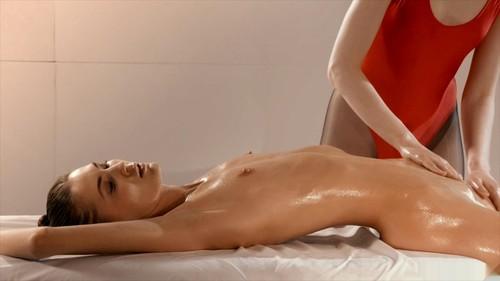 Rossy_Bush_Massages_and_Licks_Mia_Reese_Before_Strapless_Dildo_Pounding.mp4_snapshot_12.14.333_m.jpg