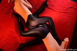 Sex_In_Silky_Black_Pantyhose00072_s.jpg