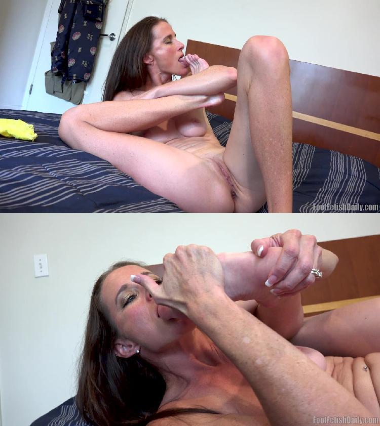 Solo Female Masturbation Feet